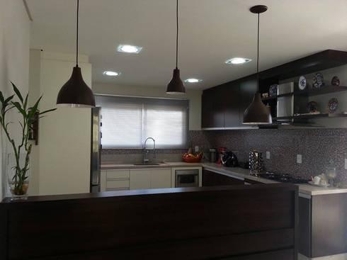 Cozinha planejada.: Cozinha  por MR Design Móveis Planejados