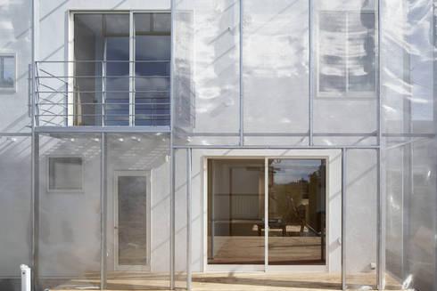 MoyaMoya: studio PHENOMENONが手掛けた窓です。