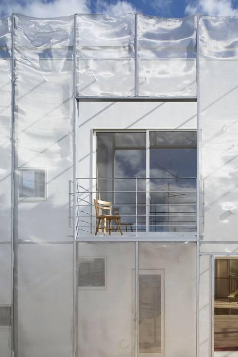 MoyaMoya: studio PHENOMENONが手掛けたテラス・ベランダです。