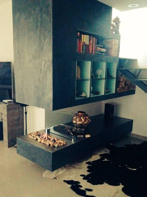 Pasillos y recibidores de estilo  por Armatoste studio