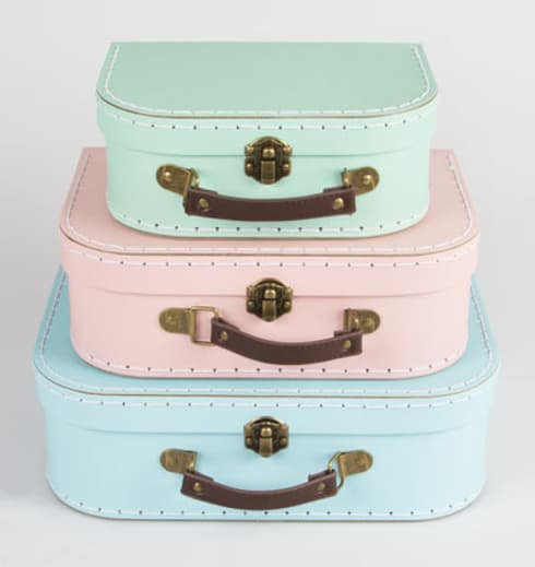 Set of 3 Pastel Retro Suitcases: rustic Bedroom by ihearthomes