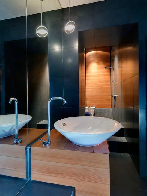 Raumplan Milanese: Bagno in stile  di Daniele Geltrudi