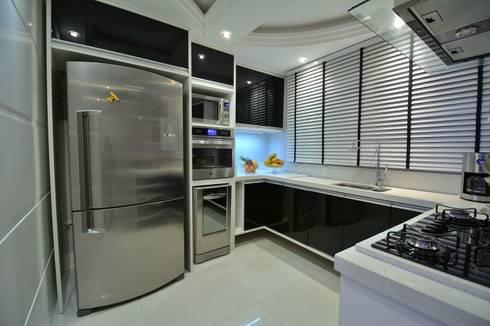 Recanto ao natural: Cozinhas modernas por Paulinho Peres Group