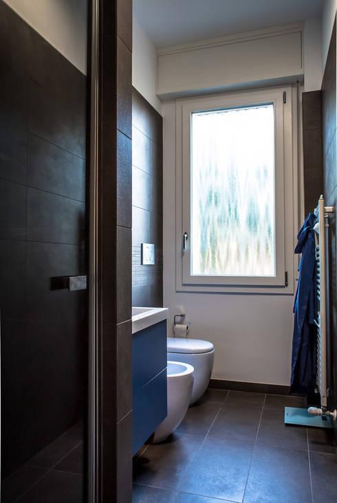 bagno: Bagno in stile in stile Moderno di Alessandro D'Amico