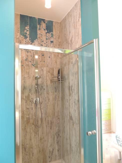 Appartamento per le vacanze: Bagno in stile  di Nadia Moretti