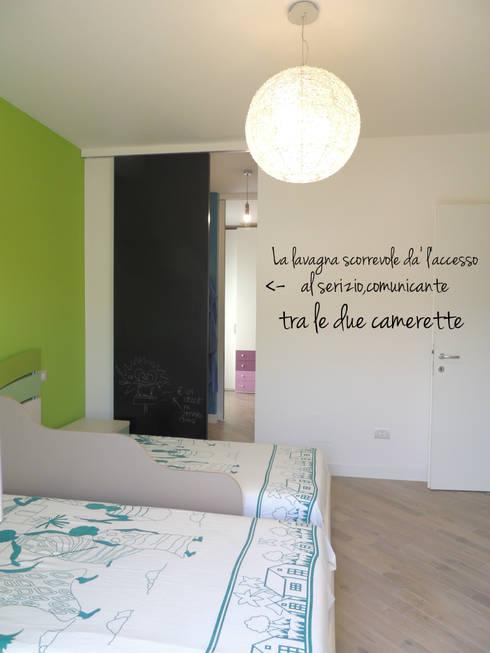 Appartamento per le vacanze: Stanza dei bambini in stile in stile Moderno di Nadia Moretti