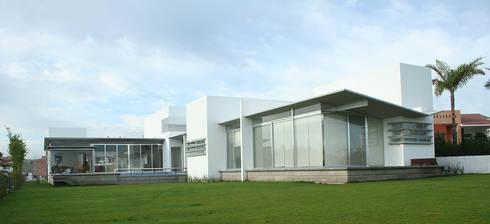 Casa Aburto: Terrazas de estilo  por VG+VM Arquitectos