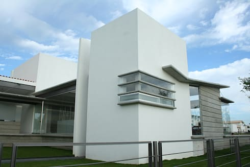 Casa Aburto: Casas de estilo moderno por VG+VM Arquitectos