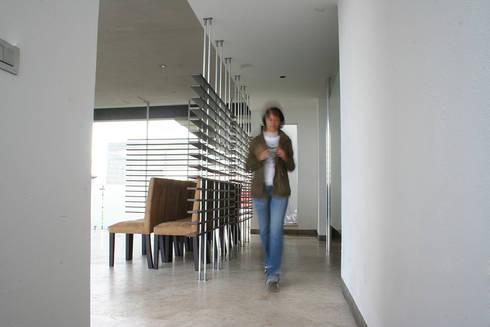 Casa Aburto: Salas de estilo moderno por VG+VM Arquitectos