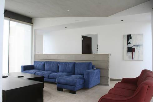 Casa Aburto: Salas multimedia de estilo moderno por VG+VM Arquitectos