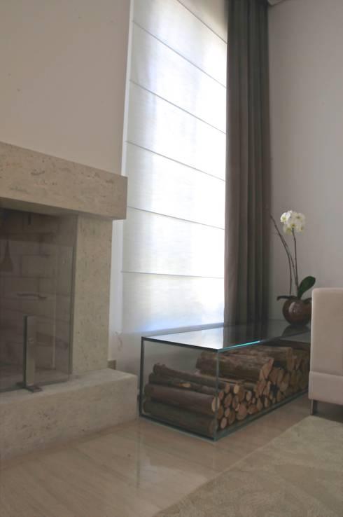 Casa Alto da Boa Vista: Sala de estar  por Renata Amado Arquitetura de Interiores