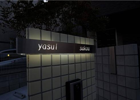 ステンレスのシンプルな表札: sotoDesign  株式会社竹本造園が手掛けた玄関&廊下&階段です。