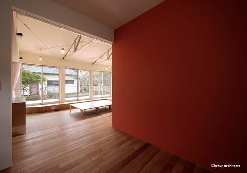 夏の家: krew Architects.incが手掛けた壁です。