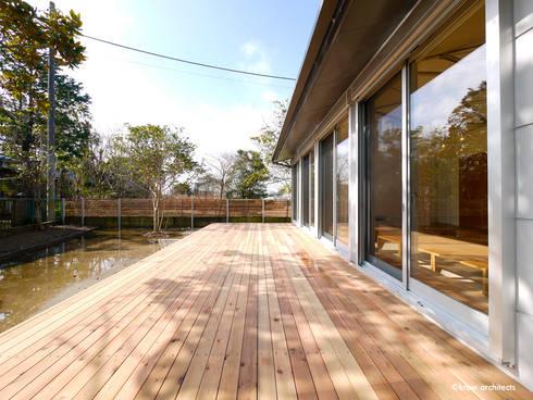 夏の家: krew Architects.incが手掛けた家です。