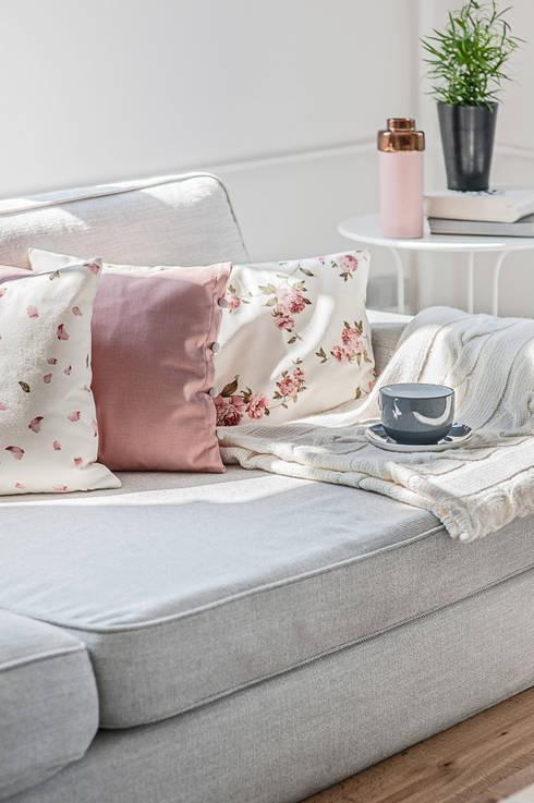 Dormitorios de estilo  de Lilla Sky