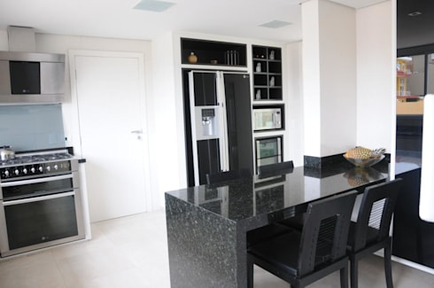 CASA SWISS PARK I: Cozinhas clássicas por Renata Amado Arquitetura de Interiores
