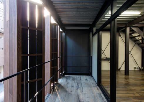 A-sign Building: 井上洋介建築研究所が手掛けたベランダです。