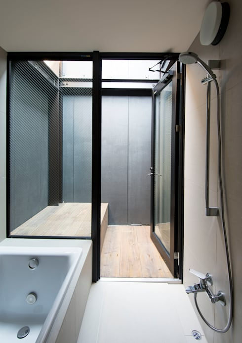 A-sign Building: 井上洋介建築研究所が手掛けた浴室です。