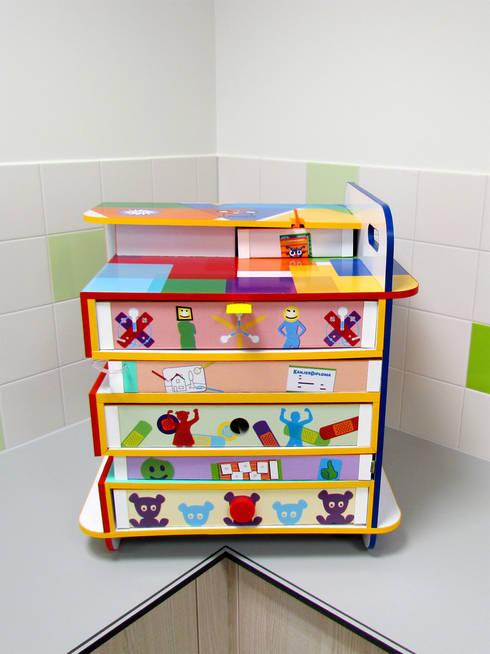 Bewust Belonen Box | Wilhelmina Kinderziekenhuis Utrecht: moderne Kinderkamer door studio Che Eyzenbach