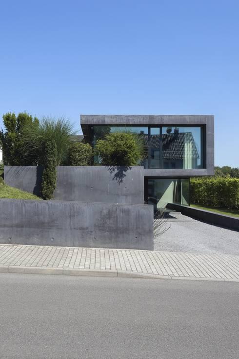 Einfamilienhaus D:  Häuser von Architekturbüro Dongus