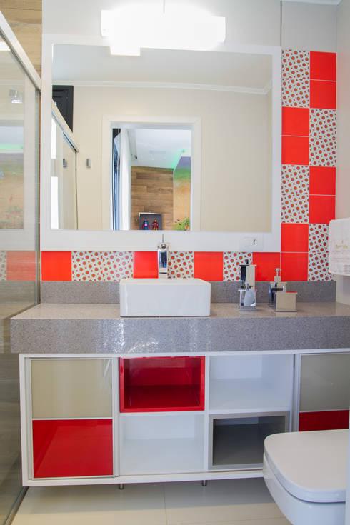 Baños de estilo  por Tuti Arquitetura