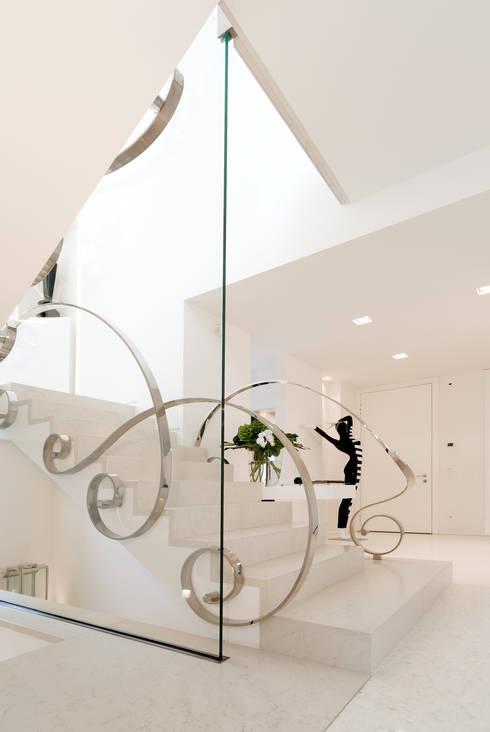 Corridor & hallway by STUDIO CERON & CERON