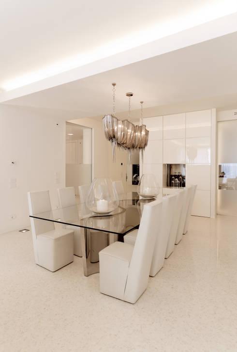Salle à manger de style  par STUDIO CERON & CERON