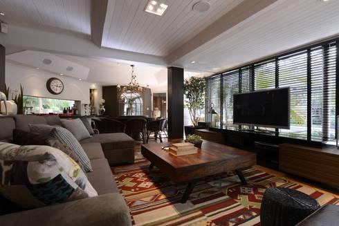 RESIDENCIA  JL: Salas de estar rústicas por Dalton Vidotti Arquitetura