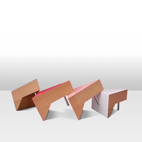 Cake Table: mizmiz designが手掛けたリビングルームです。