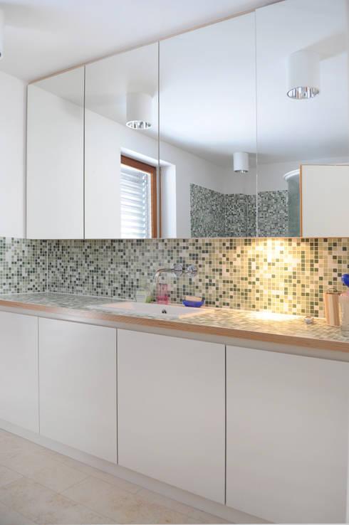 Einfamilienhaus markant reduziert:  Badezimmer von PAPTISTELLA architekten gmbh
