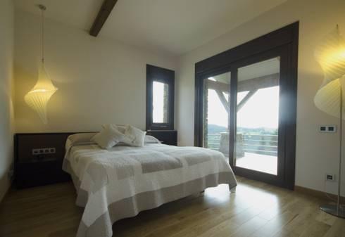 Dormitorio principal: Dormitorios de estilo clásico de Canexel