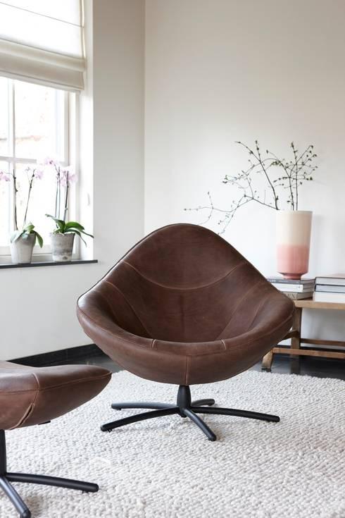 Livings de estilo  por Label | van den Berg