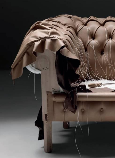 Sofá Chesterfield: Salones de estilo clásico de SILLABARCELONA