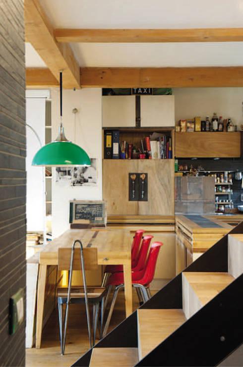 cucina: Cucina in stile in stile Eclettico di Laboratorio Controprogetto snc