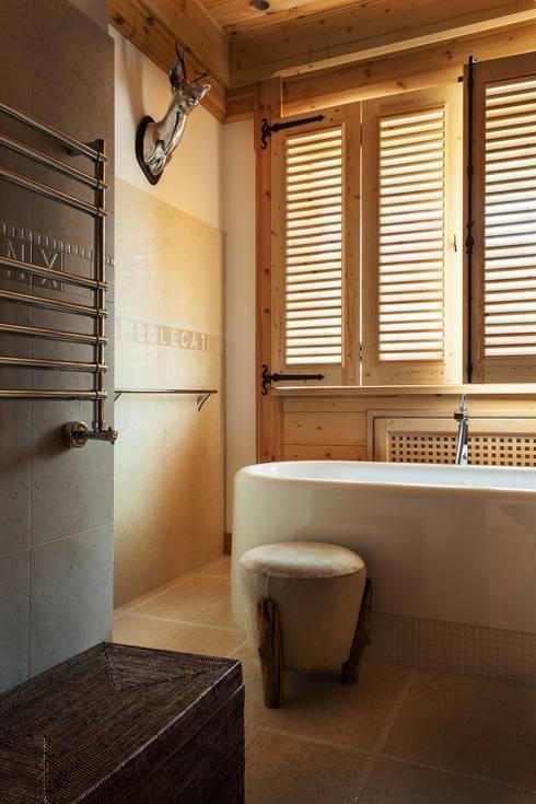 Шале: Ванные комнаты в . Автор – Архитектор Татьяна Стащук
