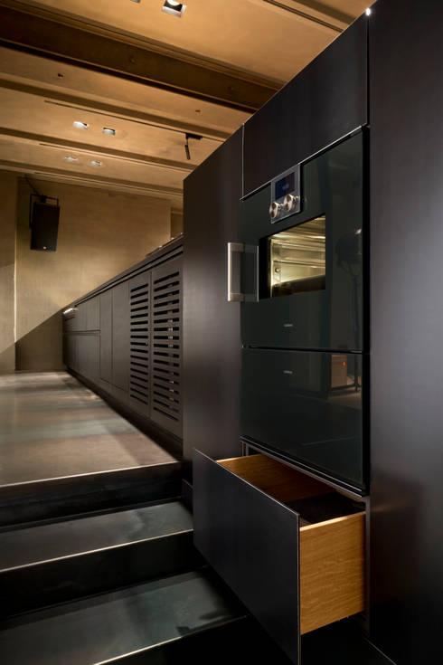 k che tombak eiche stahl von wiedemann werkst tten homify. Black Bedroom Furniture Sets. Home Design Ideas