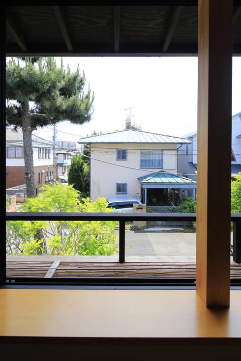 Janelas e portas  por 早田雄次郎建築設計事務所/Yujiro Hayata Architect & Associates
