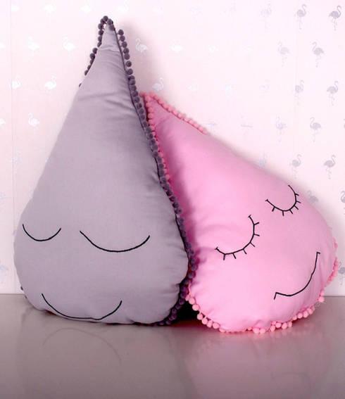 KOMPLET PODUSZEK DROPS - ROMANTIC: styl , w kategorii Pokój dziecięcy zaprojektowany przez COZYDOTS
