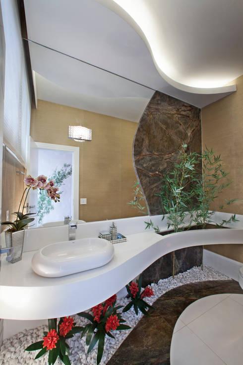 Bagno in stile  di Arquiteto Aquiles Nícolas Kílaris