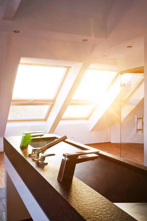 moderne Badkamer door gmyrekarchitekten