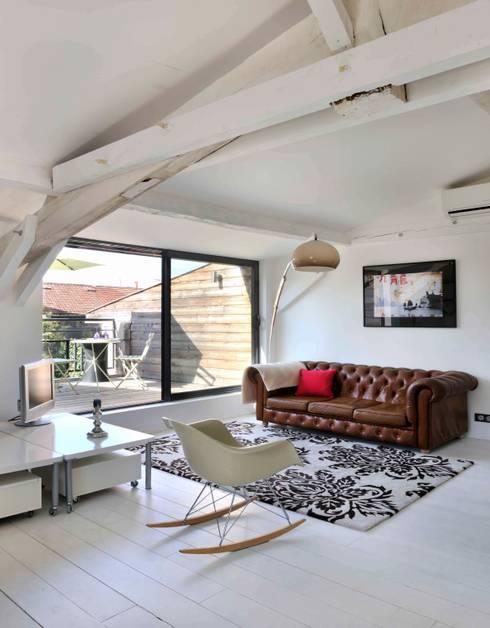 salon et terrasse: Terrasse de style  par Loftsdesign
