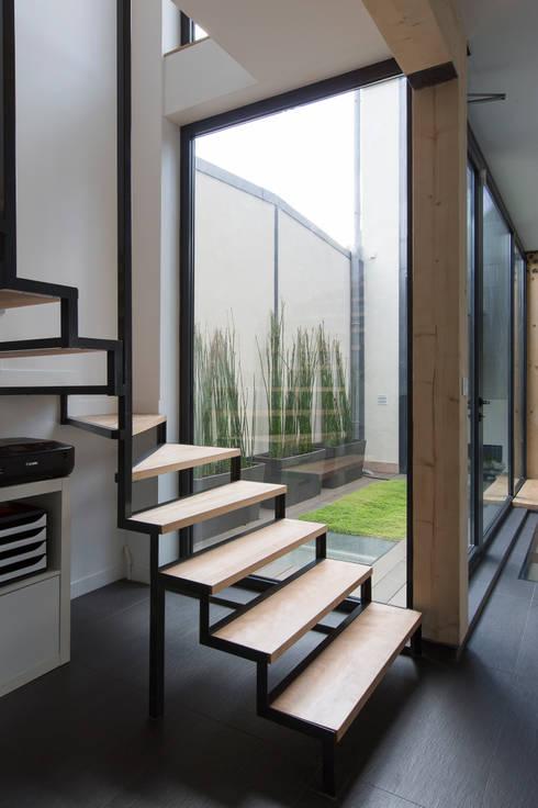 Projekty,  Korytarz, hol i schody zaprojektowane przez agence MGA architecte DPLG