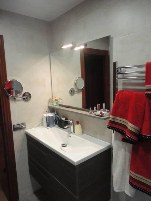Reforma de baño 02: Baños de estilo moderno de River Cuina