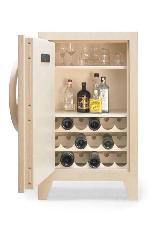 mr.knox birchwood, combi wine/liquer cabinet: industriële Woonkamer door stephan siepermann