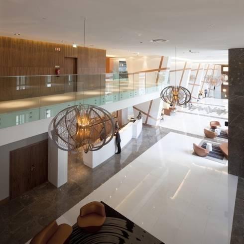 Epic Sana Lisboa: Hotéis  por MOOD, Lamp Design & Lighting Concept