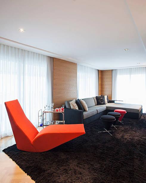 home theater: Salas multimídia modernas por korman arquitetos