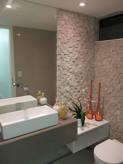Apartamento de 210m²: Banheiros modernos por unacasa arquitetura