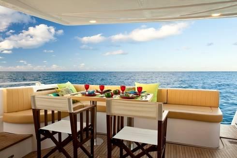 Barco 65 pés: Terraços  por unacasa arquitetura
