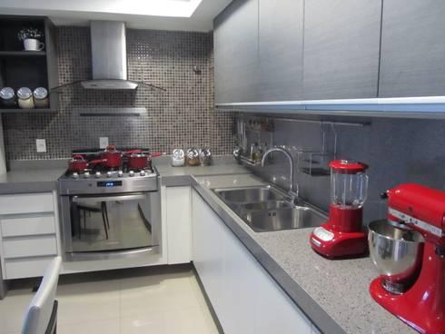 Apartamento de 210m²: Cozinhas modernas por unacasa arquitetura
