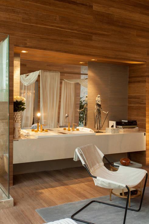 Casas de banho  por Denise Barretto Arquitetura